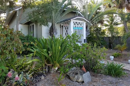 "Adorable Beach"" tree house apartment"" sleeps 4 - Lake Worth - Apartament"