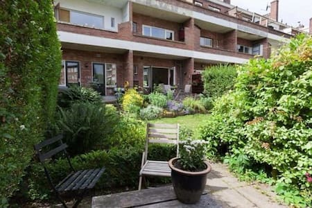 Ground floor apartment with huge garden and compli - Arnhem - House