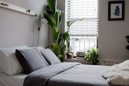 Zen Oasis: Quiet & Comfortable Room - Apartment