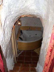 Alojamiento Rural Cueva Jacuzzi Paraíso del Júcar - Alcalá del Júcar