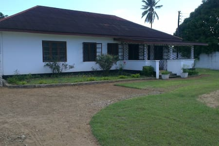 4 Bed Bungalow in Tanga Raskazone - Dům