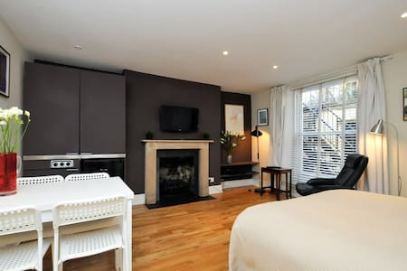 Stylish studio in Georgian square. - London - House