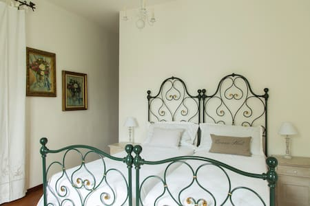 "Bed & Breakfast ""Le Vigne"" - Ozzano dell'Emilia - Bed & Breakfast"