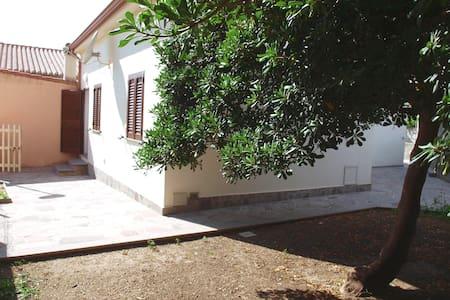 Casa con giardino a 40 m dal mare - House