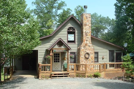 Snuggle Inn Cabin & Treehouse - Morganton
