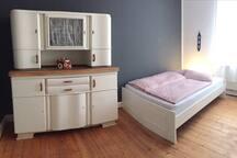Gemütliches Schlafzimmer im Altbau