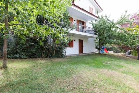 Πολυτελές διαμέρισμα με κήπο στο Διόνυσο - Dionisos - Apartemen