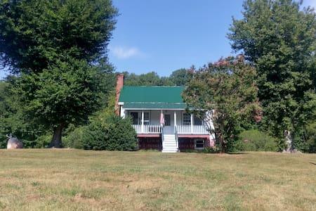 151 Inn on Afton's Brew Ridge Trail / Nelson's 151 - Ház