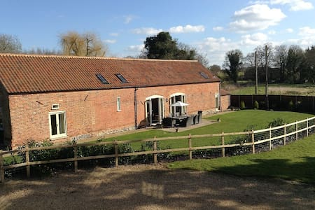 Chestnut Barn, Aldborough, North Norfolk - Hus