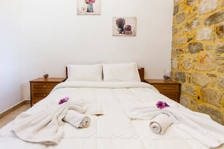 Double Room & Free Breakfast, Kaliviani, Falasarna - Apartamento