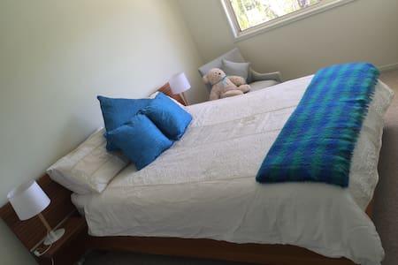 Quiet, charming waterfront room - Bed & Breakfast