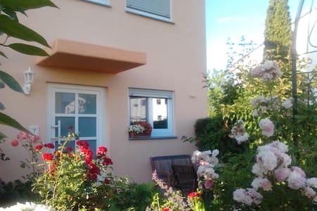 Sonnige Dachmansarde - Neu-Anspach - Hus