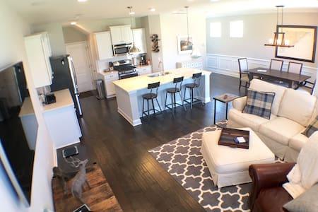 Luxurious New Home: Mins to Beach - Mount Pleasant