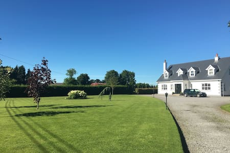 Bright ensuite twin/double +breakfast nr Kilkenny - Huis