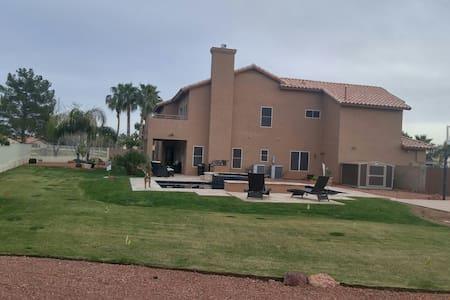 Beautiful & spacious home on Arrowhead Golfcourse - Maison