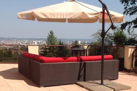 Villa with City view and garden - Villa