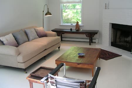 EH refuge, close to Sag Harbor, no cleaning fee. - East Hampton - House