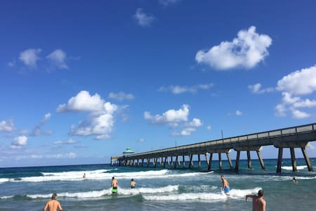 Modern Beach Condo - 2Br/2Ba 1,100sq ft - Deerfield Beach
