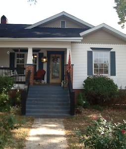 Cute cottage near all East Tennessee attractions - Etowah