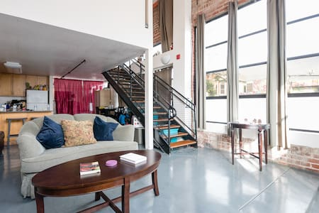 Warm NY-Styled loft  in Oakland Ca!