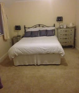 Lovely large double room - Maison