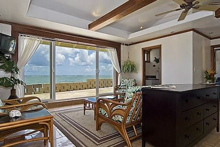 Private Waterfront House with Quiet Ac and Wifi - Casa