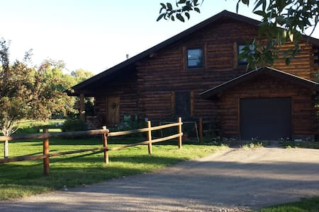 Private room in beautiful log home. - Gunnison - Casa