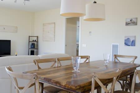 Large 2 floor apt plus huge roof terrace in Vinyet - Apartamento