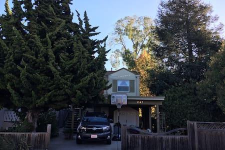 Sunny 2 Bedroom Creekside Home near UC Berkeley - Albany - Huis
