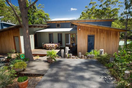 Timber home overlooking the lake - Elizabeth Beach - House