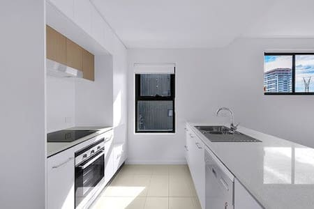 Brand new unit with huge terrace - Newstead - Wohnung