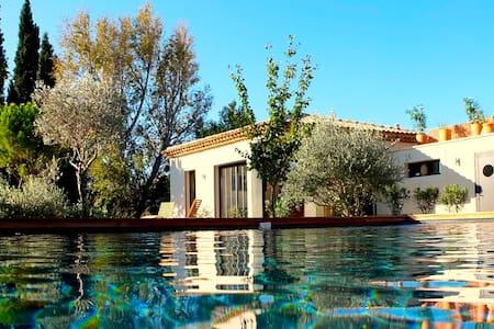 Maison de charme, jacuzzi, piscine. - Huis