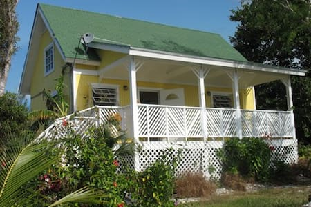 Island Beachfront Cottage - High Rock - Дом
