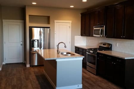 Station Park Townhouse - Farmington - Casa