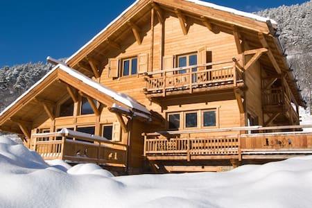 le top 20 des chalets 224 louer 224 la salle les alpes airbnb chalet dans les alpes location