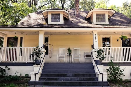 Cozy apt in a 1930s bungalow! Close to everything! - Chapel Hill