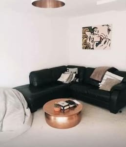 Camden Town beautiful room to rent - London - House