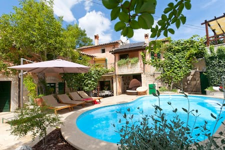 Villa Alba - cosy & comfortable house with pool - House