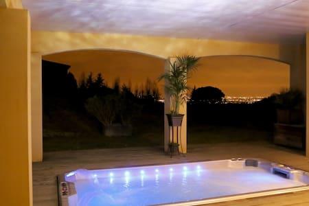 Gîte de rêve: terrasse,vue,piscine,jacuzzi XXL - Huoneisto