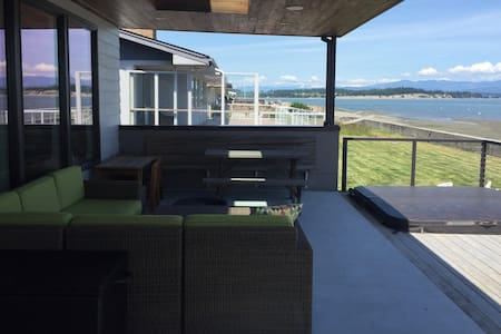 Camano Beach House on Iverson Beach - Camano Island