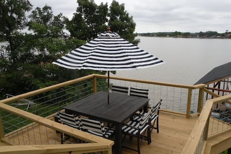 Downtown, Detatched Private Suite on Lake Granbury - Apartment