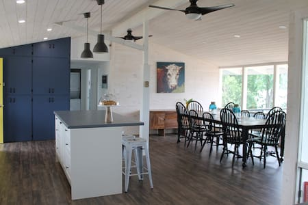 Westport's Little Blue Cottage - Sleeps 10! - Westport