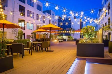 Luxury 2 Bedroom Loft PERFECT for anyone! - Long Beach - Loft