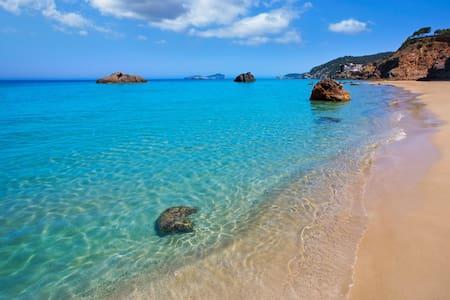 Ocean view!6 guest,2 bath,TV room,Private Pool! - Santa Eulària des Riu - Vila