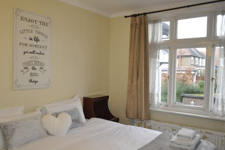 Spacious Double Room Wembley! - Hus