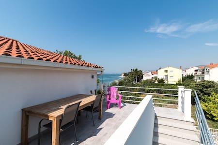 Seafront, top floor, near Split - Kaštel Kambelovac - Apartment