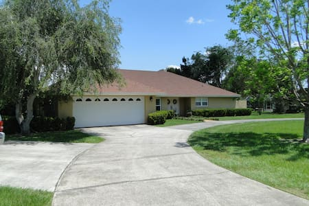 A very spacious home on a beautiful lake. - Winter Haven