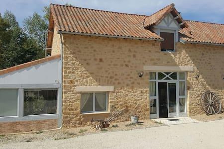 Maison de Charme en Dordogne avec piscine - Nantheuil - Hus