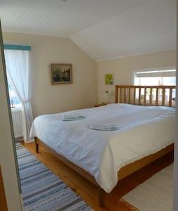 Gröna Ånäs rum 1, dubbelrum - Bed & Breakfast