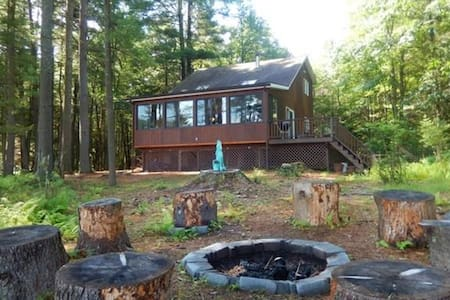 Secluded Lakehouse Retreat - Forestburgh